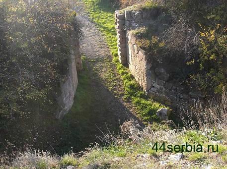 Сербская крепость ворота