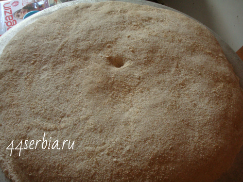 Выпекание старинного хлеба в печи