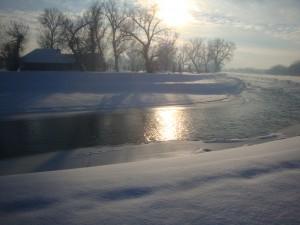 Зимняя река