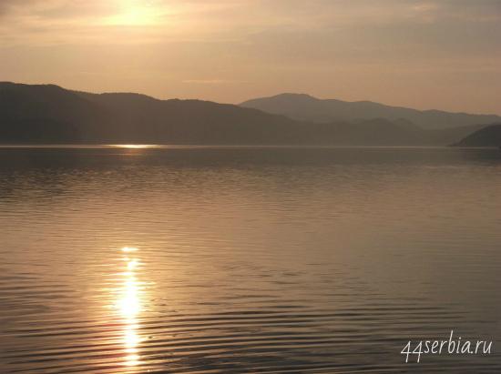 Дунай в Дони Милановац на закате