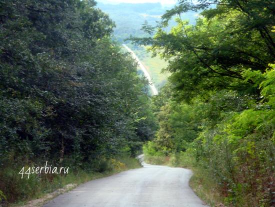 Дорога, крутой подъём впереди