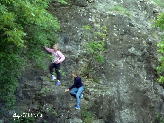 Упражнения в скалолазании в Гамзиградской бане