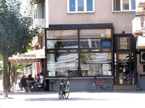 """Велосиеды возле кафе """"Гостоприимница"""""""