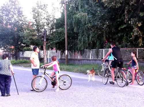 Семейная велосипедная прогулка