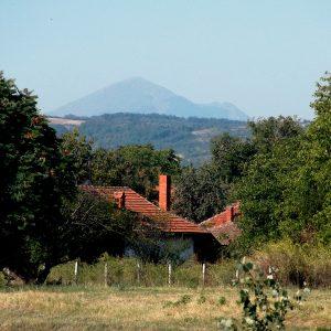 Дом и гора