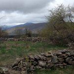 Каменная_ограда_в_пейзаже