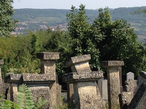 Необычное_кладбище_в_Сербии