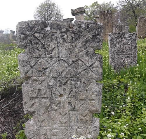 Резные_надгробные_памятники
