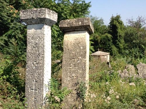 Загадочные_надгробные_памятники_столбы
